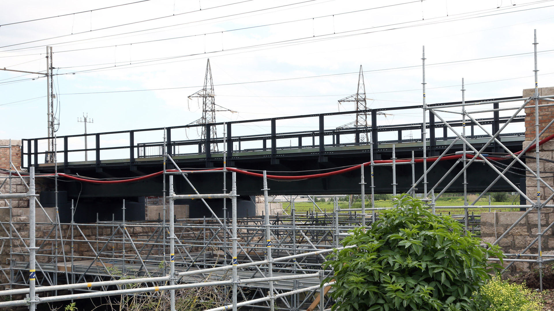ponte-ferroviario-fiume-cavata-metal-engineering-carpenteria-civile-vista-laterale