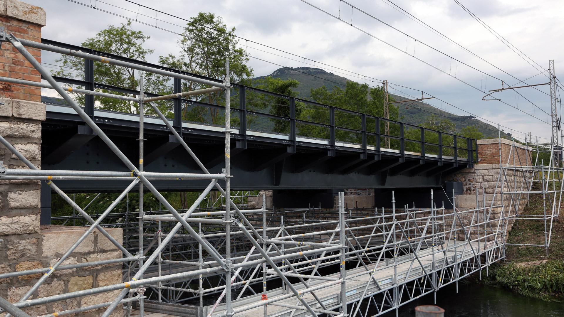 ponte-ferroviario-fiume-cavata-metal-engineering-carpenteria-civile